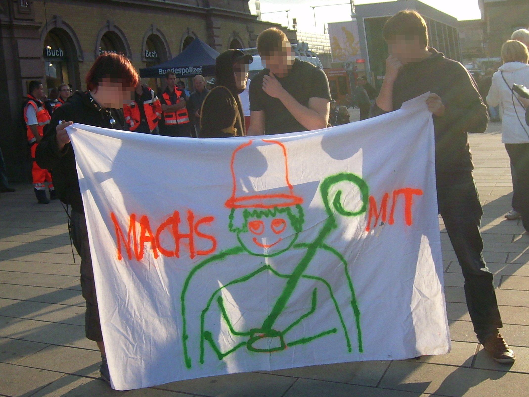 Demonstration gegen den Papst in Erfurt